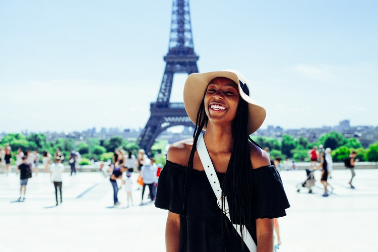 tourist paris smile