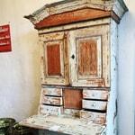 antique-closet
